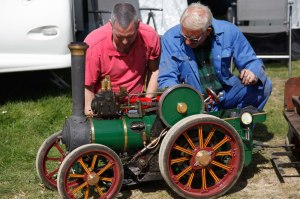 Springfield-MEH-Show-2015,-Inspecting-the-traction-engine